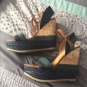 🛌 Blue and green cork wedges